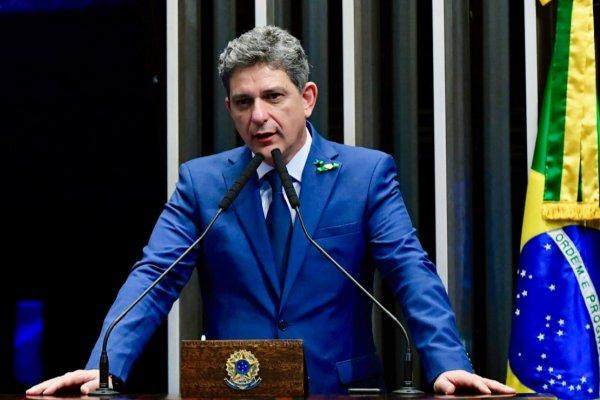 Em discurso, à tribuna, senador Rogério Carvalho Santos (PT-SE).